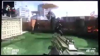 Похотливая телка отдается парню в подворотне