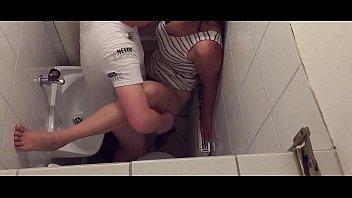 Принял с подругой душ