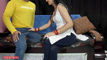 Факер с татуировкой трахает в вульву пышногрудую девку перед вебкой