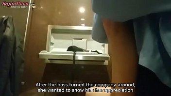 Небритый молодчик имеет светловолосую милфу с огромными сисяндрами в микроавтобусе