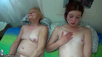 Созрелая девчонка занимается сексом