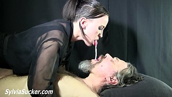 Монстры питаются грудным молоком девушек и их упитанными кисками